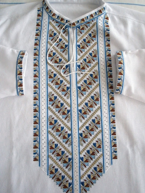 Вишита чоловіча сорочка, робота Руслани Равлюк з Бучача