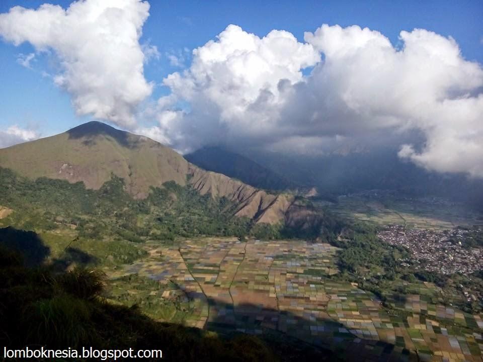 TREKKING TO PEGASINGAN HILL - Explore Lombok