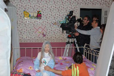 rodaje El don de Alba con Carmen Sánchez y Víctor Tejedor tras la fotografía