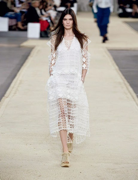 Chloé 2014 SS White Graphic Lace Dress With Cut-Out Sleeves