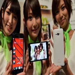 Família chinesa quer explicações após jovem morrer ao atender iphone