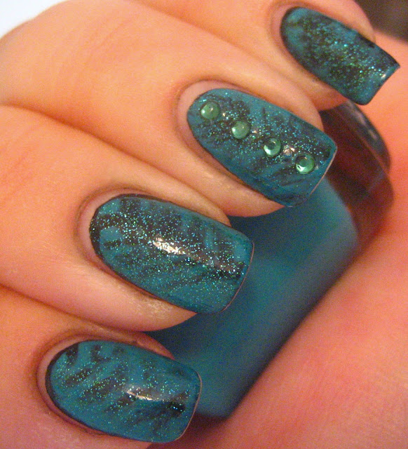 Black Teal Hatched Manicure