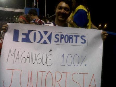 Magangueleños en el partido del Junior en Chile.