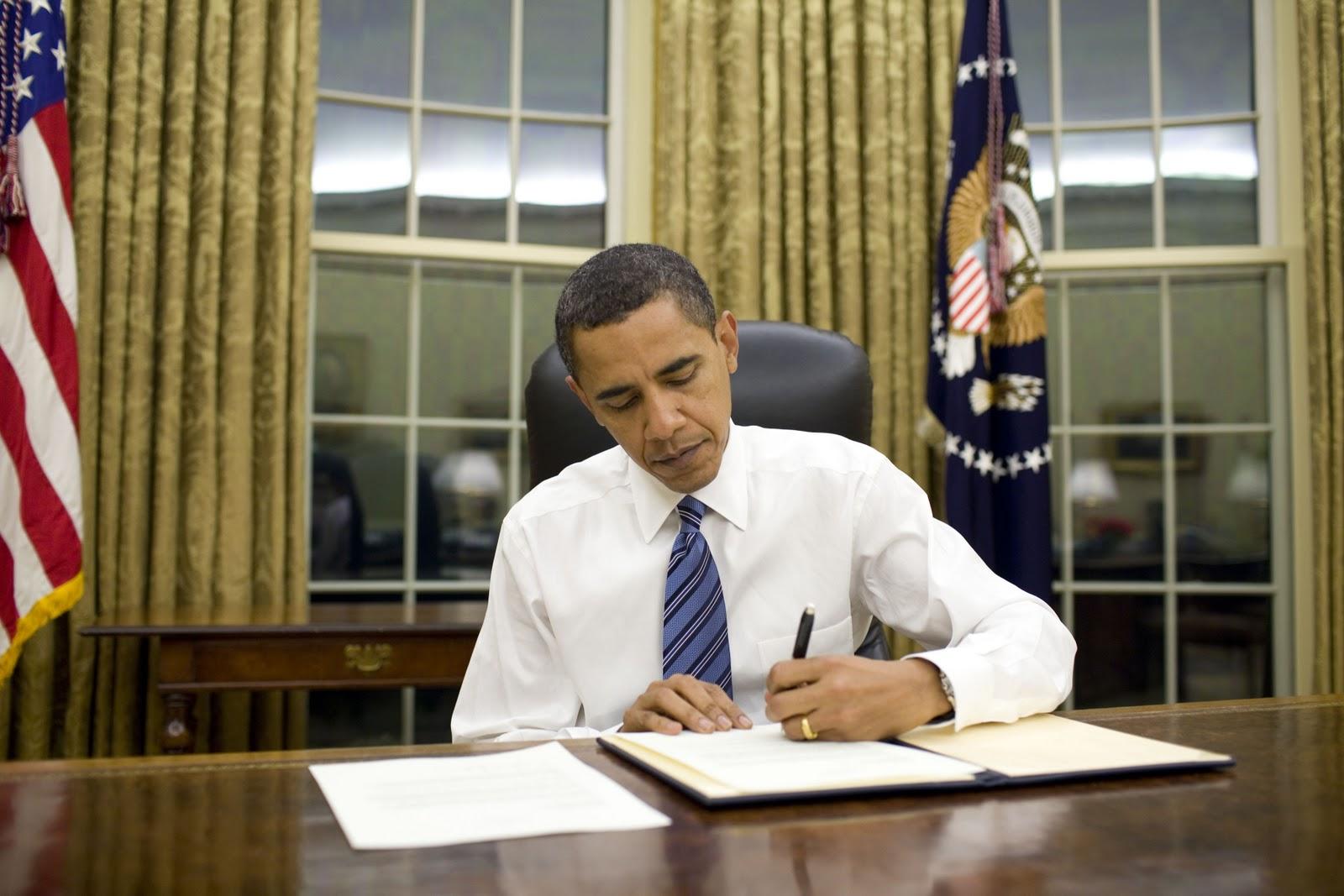 http://3.bp.blogspot.com/-tepZ4DEg0C4/TyevCPTocHI/AAAAAAAAA1w/Jh5d_Dew7AE/s1600/obama-in-white-house.jpg