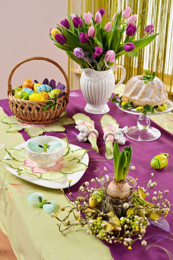 stol-wielkanocny-z-dekoracjami-z-marketo