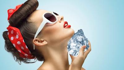 Apakah Mengompres Dengan Es Batu Bisa Bikin Wajah Bersinar?