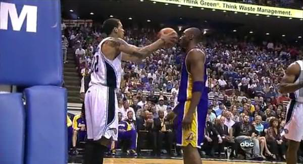Kobe Bryant doesn't flinch as Matt Barnes throw ball on his face