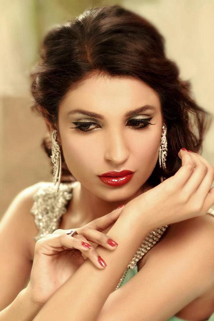 beautiful Amna Ilyas