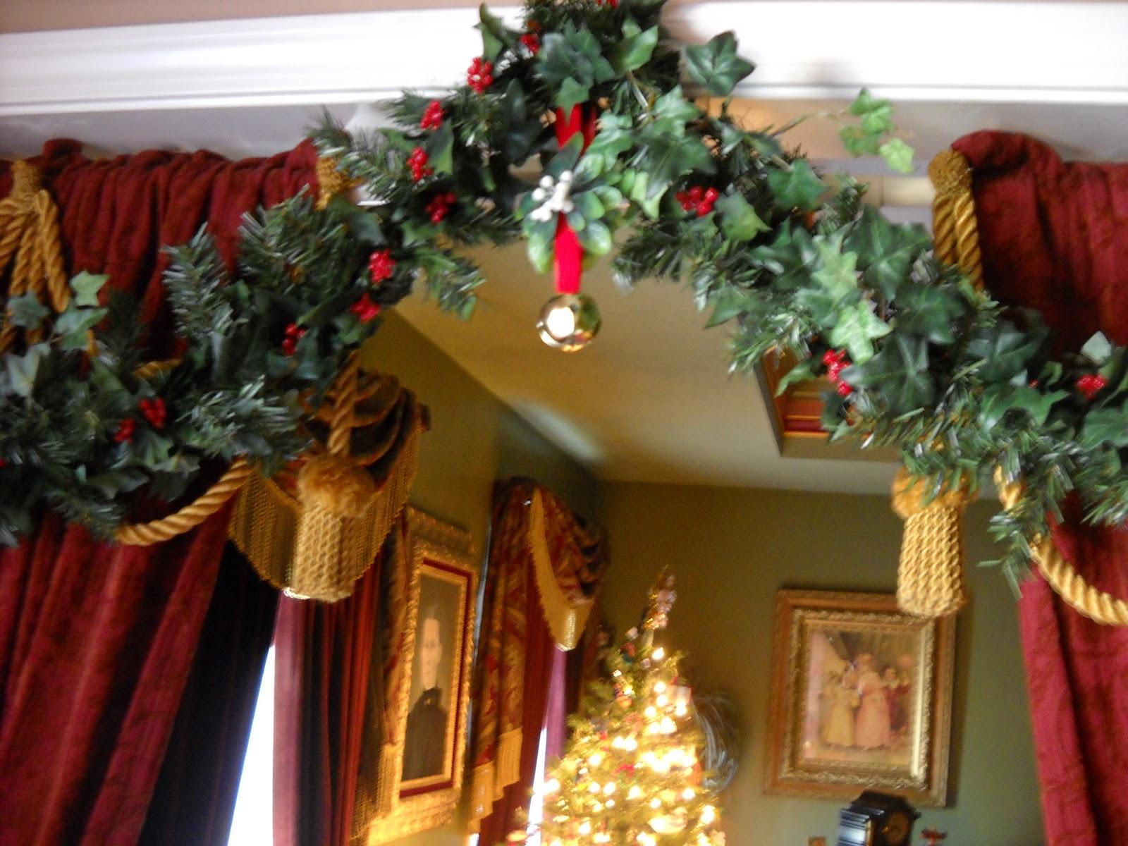 Decorate the christmas tree fa la la la - Fa La La La La La La La La
