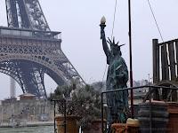 Fond d'écran #4 de JANVIER 2014, avec et sans le calendrier du mois - Péniche sur la Seine (Paris, photo fév. 2013)