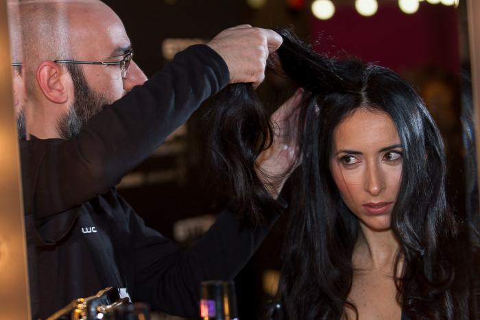 Peinado realizado por estilista en el stand de Rowenta en la Mercedes-Benz Fashion Week Madrid como blogger invitada de moda y belleza withorwithoutshoes Ondas plancha en el pelo