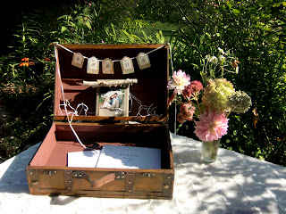 Vintage suitcase for wedding cards   Photo by Patricia Stimac