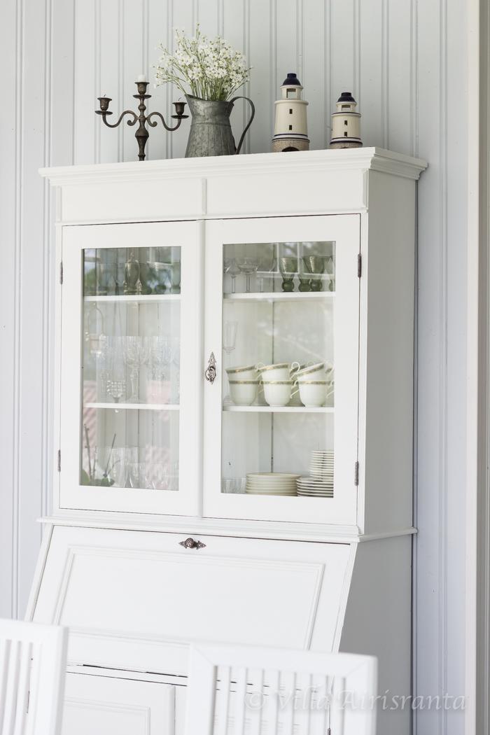 vanha astiakaappi, maalaisromanttinen, kaunis koti