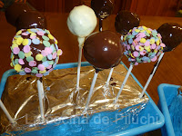 http://www.recetaspasoapaso.com/2012/06/cake-pops-o-chupachups-de-bizcocho.html