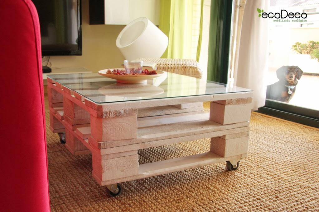 reciclar y reutilizar palets para crear muebles para el salon