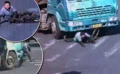 Άγιο είχε ποδηλάτης στην Κίνα που πατήθηκε από νταλίκα και διέφυγε σώος