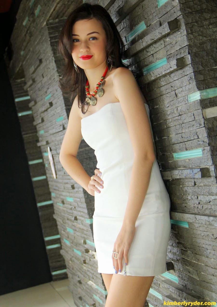 photo seksi kimberly ryder dengan gaun putih eka web id