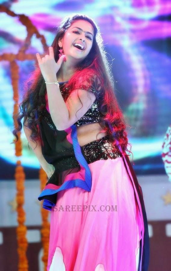 Sasural-Simar-ka-actress-Avika-gor-lehenga-Santhosham-awards-2014