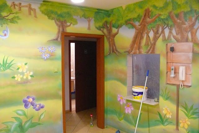 Malowanie w przedszkolu obrazu ściennego, Chatka Puchatka