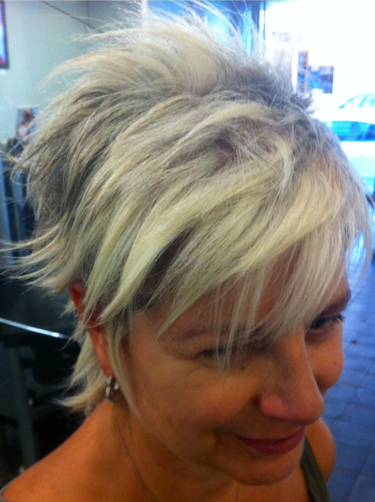 Taglio moderno per capelli bianchi