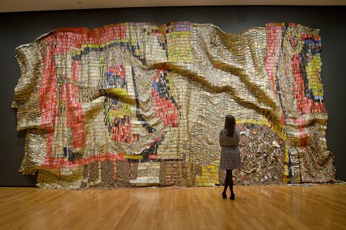 02-El-Anatsui-Bottle-Tops-Tapestry