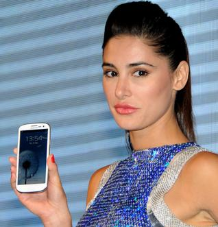 Nargis fakhri in blue and silver at launch of the new galaxy s3 in delhi - Nargis Fakhri Samsung Galaxy S3 Delhi Launch