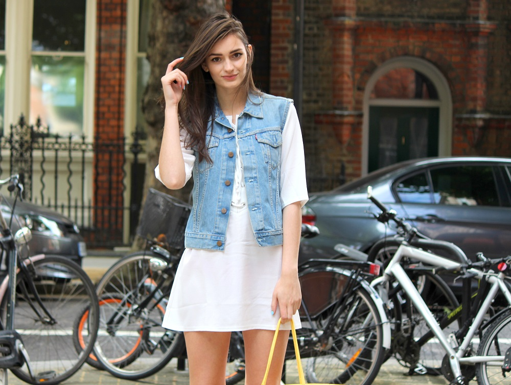 peexo fashion blogger wearing lace up dress and vintage levi's