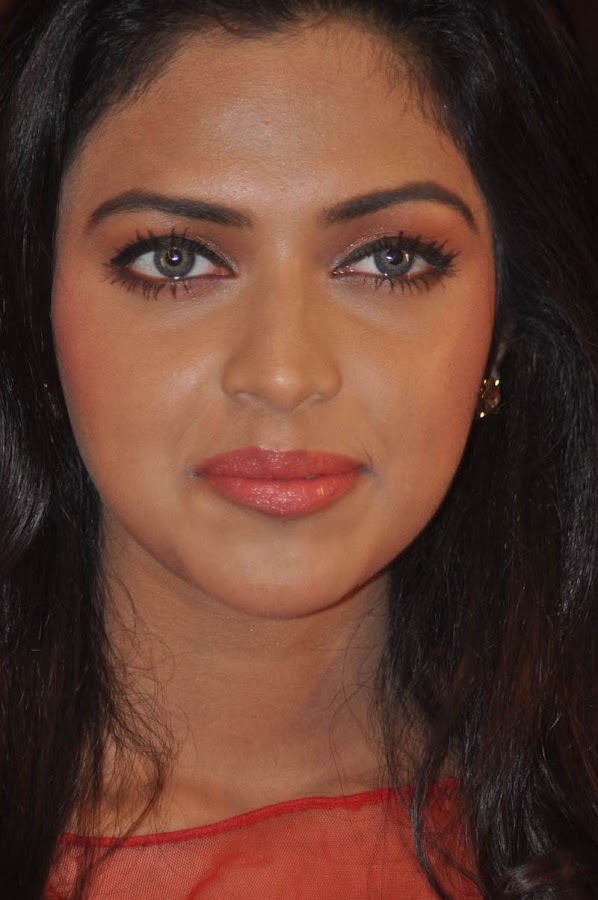 amala paul at naayak audio launch cute stills