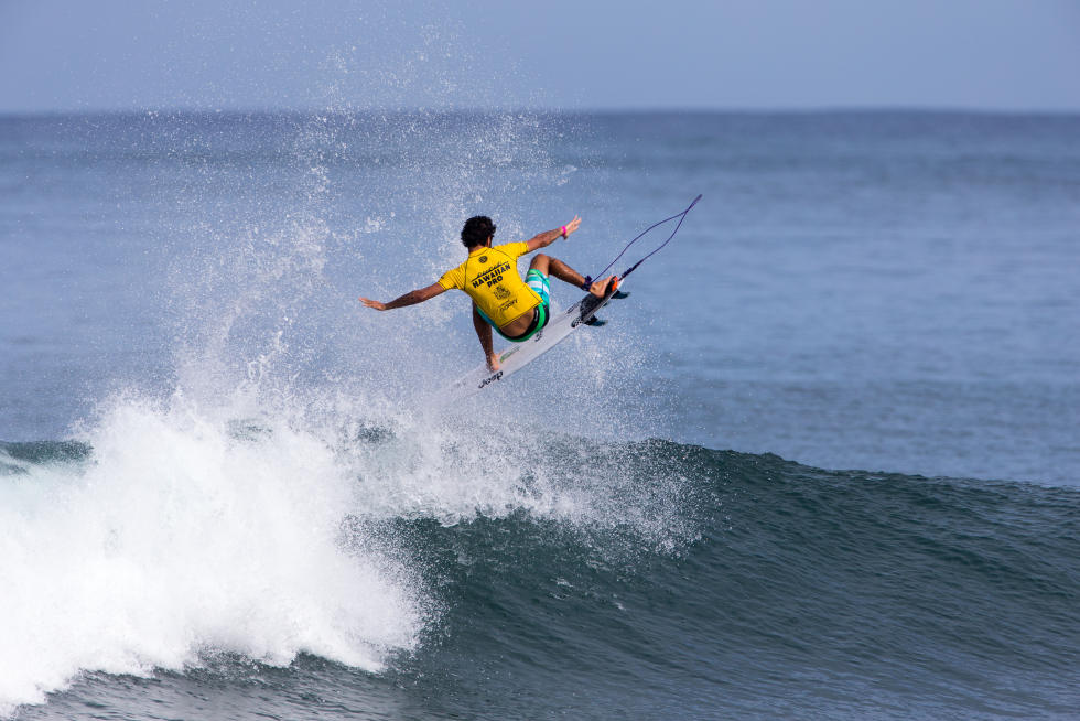 19 Filipe Toledo Hawaiian Pro Triple Corona Fotos WSL tony heff