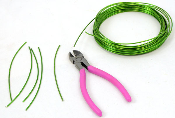Cut craft wire into short pieces