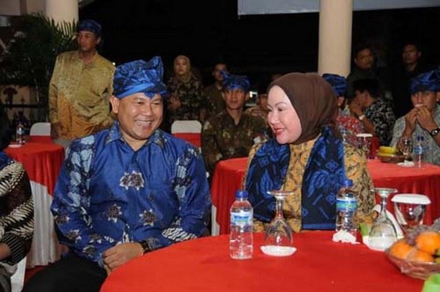Lubang Pantat Ratu Atut Chosiyah