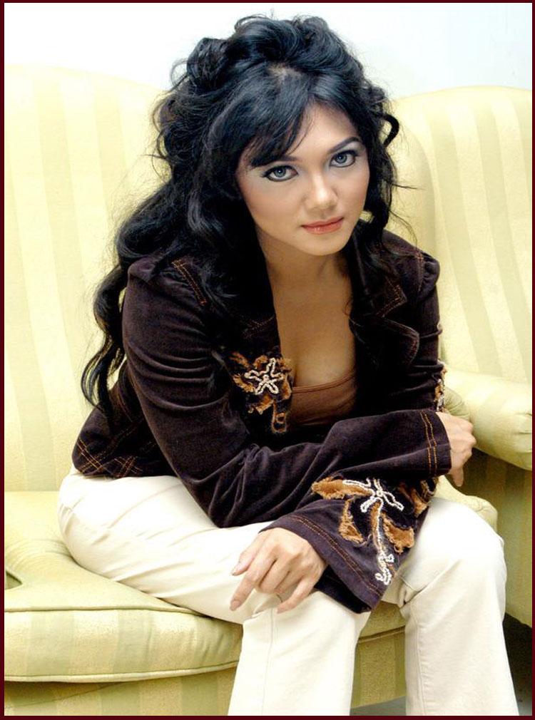 Bella Saphira Sexy Lady