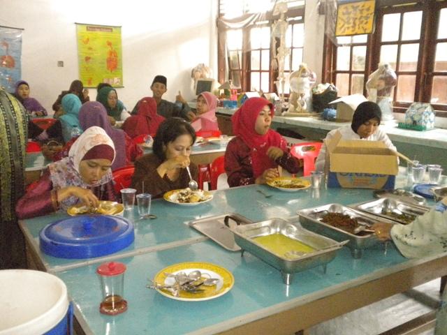 Makan Bersama keluarga Besar SMP Negeri 2 Selatpanjang