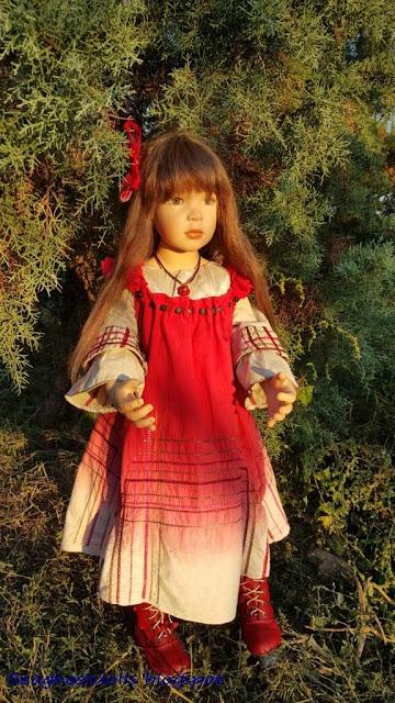 Девушка в красных черевичках и сарафане фото 681-53