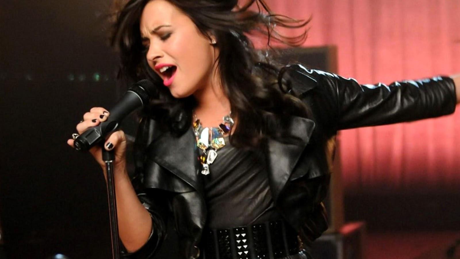 http://3.bp.blogspot.com/-tiDel9g1kFw/URRFQiUFHeI/AAAAAAAADrg/CjGiHQF1V94/s1600/Demi-Lovato-2013-Singer-HD-Wallpaper.jpg