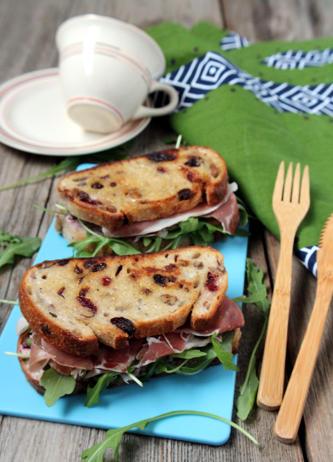 Fruity, cheesy, savory deliciousness in one bite in this quick and easy fall and winter sandwich. Great as appetizer for Thanksgiving, Christmas or any holiday table! | manilaspoon.com
