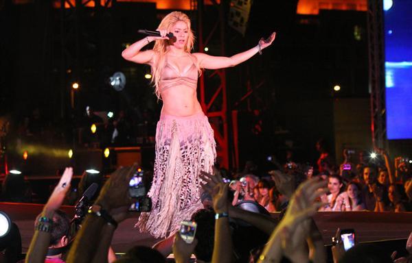 Galería » Apariciones, candids, conciertos... - Página 2 Shakira+roni+%252813%2529_634420906969609680_PhotoGalleryMain