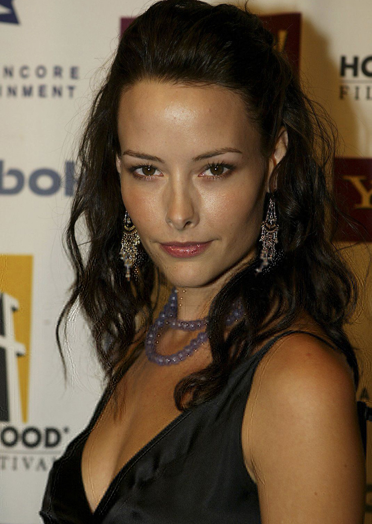 Canadian Celebrities Hairstyle - Amelia Cooke