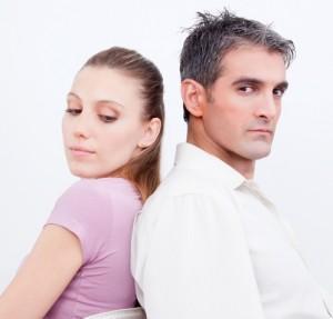 هرمون الذكورة يجعل المرأة أنانية وأقل تعاوناً - زوجان تعيسان غير سعداء - unhappy sad couple