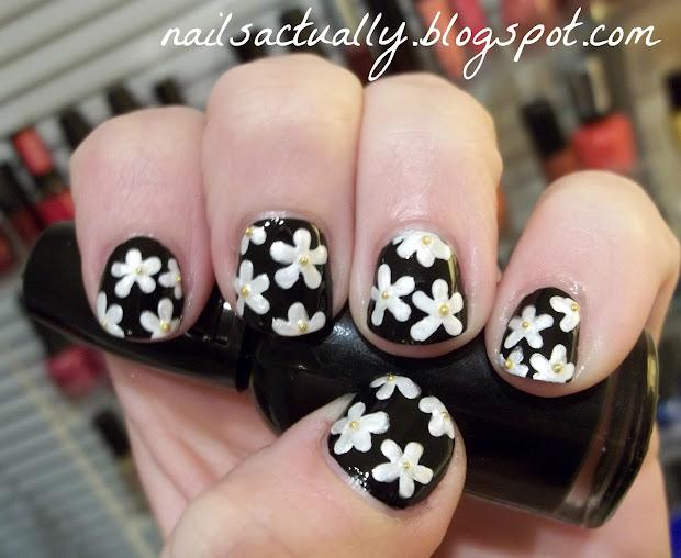 nails classic daisy