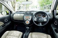 fotos do painel e interior do March da Nissan