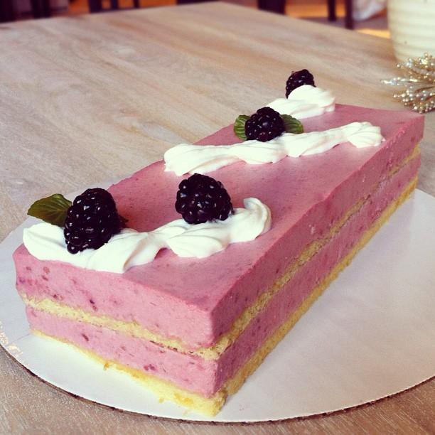 Cake it Easy!: Raspberry and Blackberry Yogurt Mousse Cake