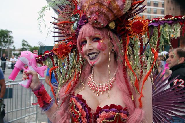 Fotos de participantes del desfile de la Sirena en la Ciudad de Nueva York