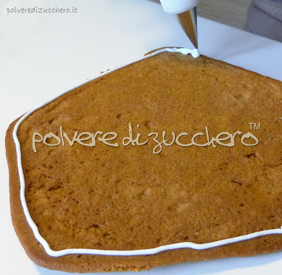 gingerbread house casetta pan di zenzero polvere di zucchero