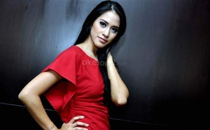 Galeri Foto Asyifa Latief - in Brown, Blue and Red Dress