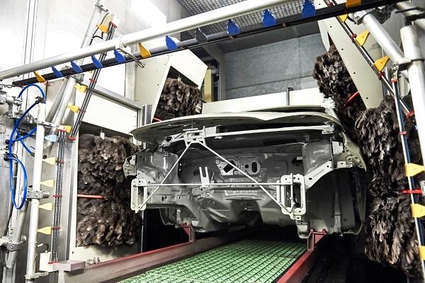 Ford utiliza las plumas de emú para obtener un mejor acabado de pintura en sus vehículos