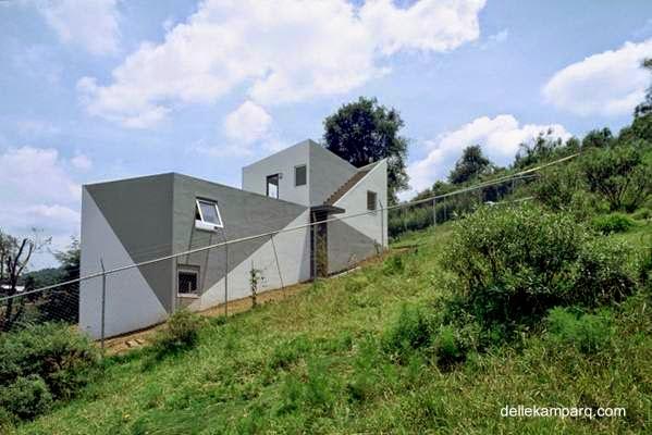Arquitectura de casas moderna casa geom trica en - Casas en pendiente ...
