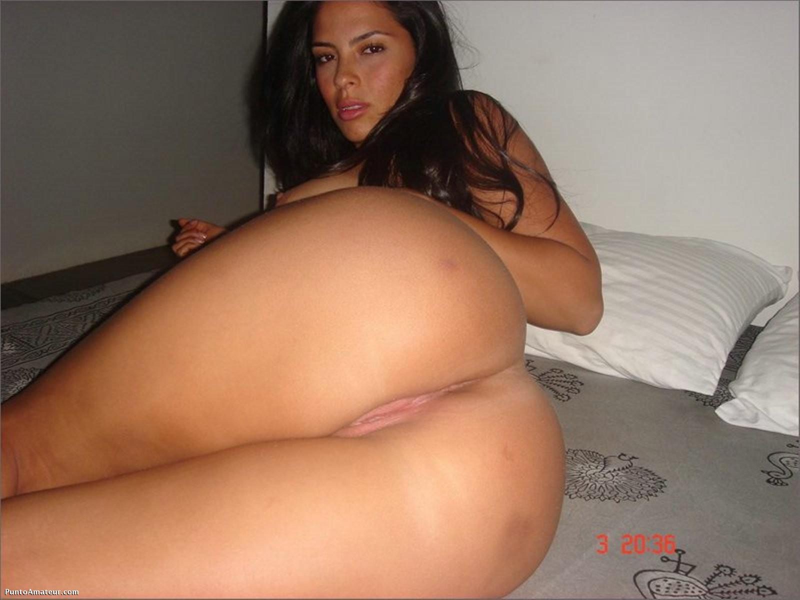 Latina tetona y juguetona sacandose fotos xxx Autofotos de una latina culona muy sabrosa