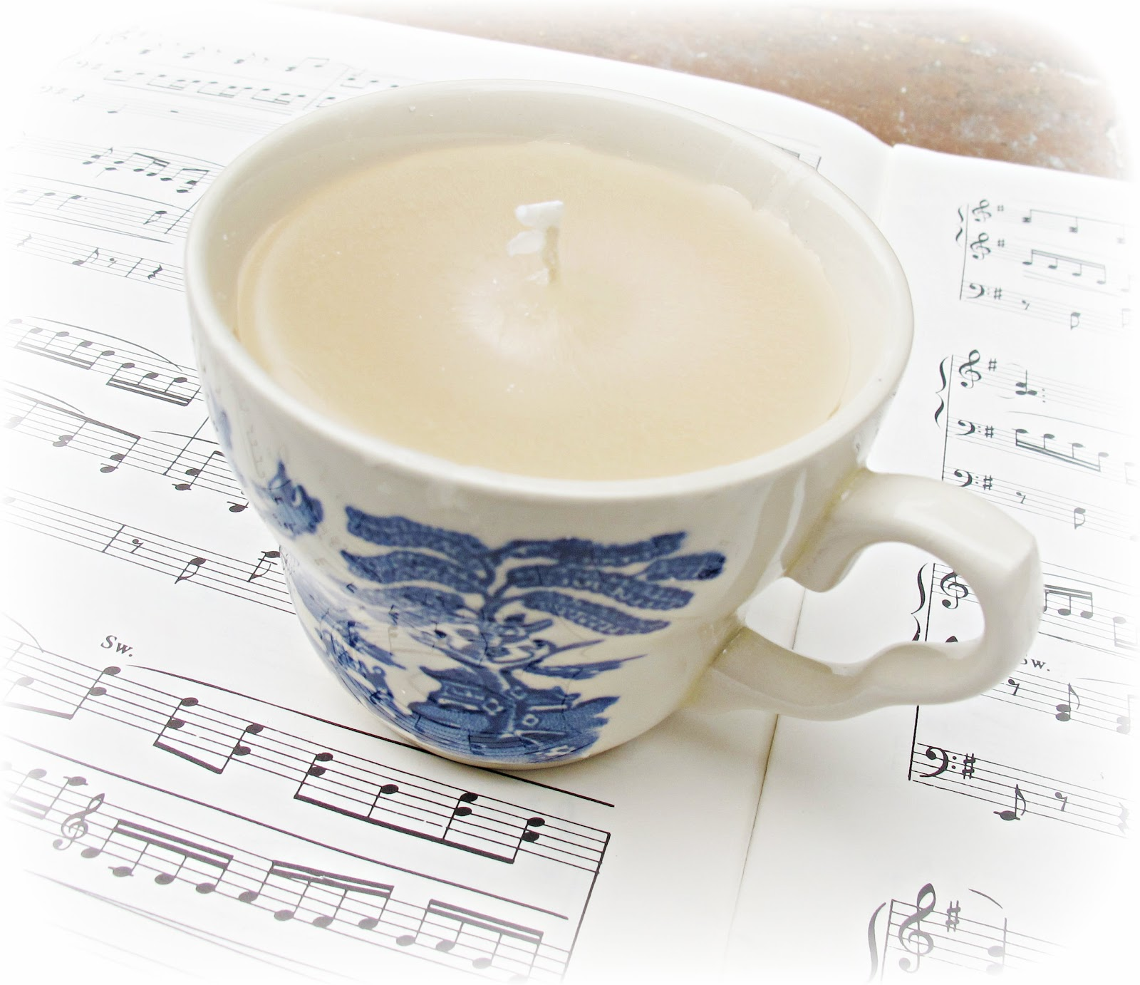 image teacup candle vintage-style willow-style blue and white ede