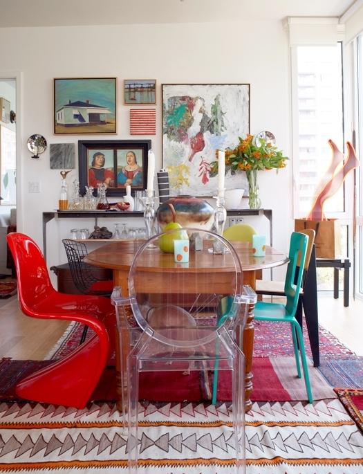 Cadeiras-diferentes-na-sala-de-jantar-13